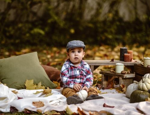 A tök és a manó esete, avagy kisfiú őszi dekorban fotózva